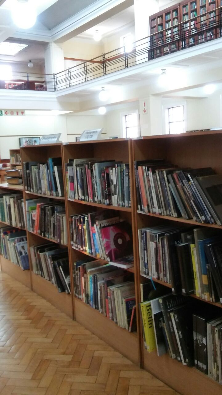 DKP Bookstore Staff visit the Michaelis Art Library