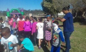 scw-ladies-assisting-children-to-make-face-masks